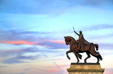 missouri: The sunset over the Apotheosis of St. Louis statue of King Louis IX of France, namesake of St. Louis, Missouri in Forest Park, St. Louis, Missouri.
