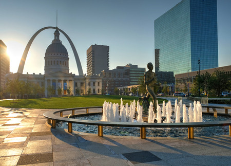 Sept. 23, 2017 - St. Louis, Missouri - Kiener Plaza and the Gateway Arch in St. Louis, Missouri.