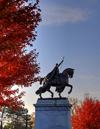 missouri: November 3, 2017 - St. Louis, Missouri - Fall foliage around the Apotheosis of St. Louis statue of King Louis IX of France in Forest Park, St. Louis, Missouri.