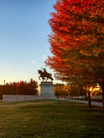 October 20, 2018 - St. Louis, Missouri - The sunrise and fall foliage around the Apotheosis of St. Louis statue of King Louis IX of France on Art Hill in Forest Park, St. Louis, Missouri. Stock Photo
