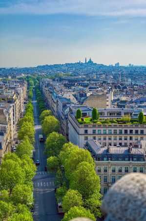 A view of Paris, France from the Arc de Triomphe on a sunny day. Banque d'images
