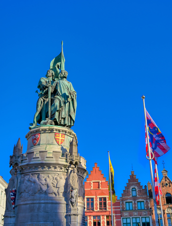 The Jan Breydel and Pieter de Coninck statue located in the historical city center and Market Square (Markt) in Bruges (Brugge), Belgium on a sunny day. Banque d'images - 128330488