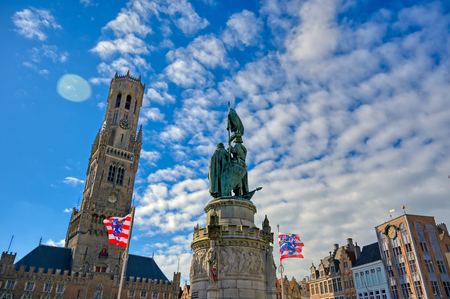 The Jan Breydel and Pieter de Coninck statue located in the historical city center and Market Square (Markt) in Bruges (Brugge), Belgium on a sunny day. Banque d'images - 128330492
