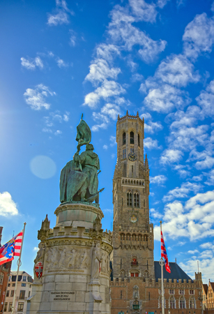 The Jan Breydel and Pieter de Coninck statue located in the historical city center and Market Square (Markt) in Bruges (Brugge), Belgium on a sunny day. Banque d'images - 128330494
