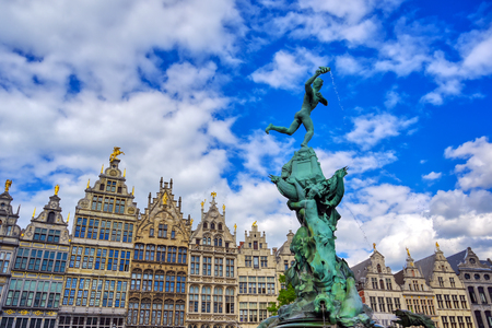 The Brabo Fountain located in the Grote Markt (Main Square) of Antwerp (Antwerpen), Belgium. Banque d'images - 128330562