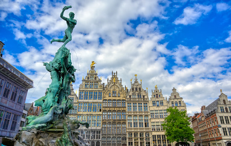 The Brabo Fountain located in the Grote Markt (Main Square) of Antwerp (Antwerpen), Belgium. Banque d'images - 128330565