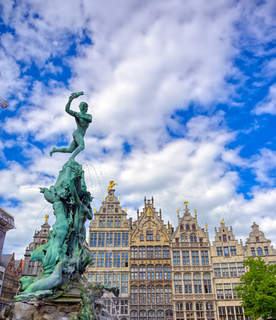 The Brabo Fountain located in the Grote Markt (Main Square) of Antwerp (Antwerpen), Belgium. Banque d'images - 128330573