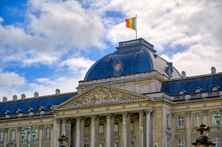 The Royal Palace of Brussels is the official palace of the King and Queen of the Belgians in the center of the nation's capital of Brussels, Belgium. Banque d'images - 128466658