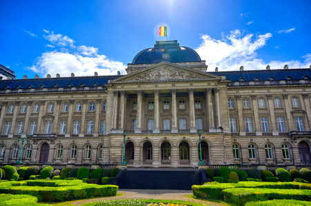 The Royal Palace of Brussels is the official palace of the King and Queen of the Belgians in the center of the nation's capital of Brussels, Belgium. Banque d'images - 128466972