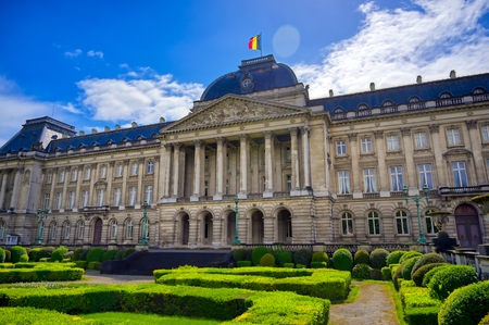 The Royal Palace of Brussels is the official palace of the King and Queen of the Belgians in the center of the nation's capital of Brussels, Belgium. Banque d'images - 128466981