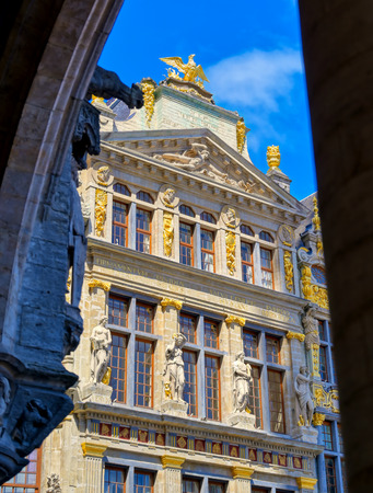 Buildings and architecture in the Grand Place, or Grote Markt, the central square of Brussels, Belgium. Banque d'images - 128537060