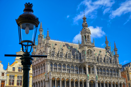 Buildings and architecture in the Grand Place, or Grote Markt, the central square of Brussels, Belgium. Banque d'images - 128537064