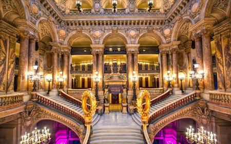 Paris, Frankreich - 23. April 2019 - Die Grand Staircase am Eingang zum Palais Garnier in Paris, Frankreich. Editorial