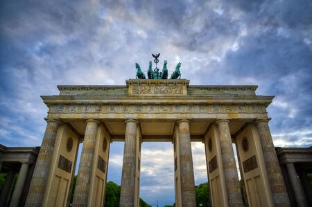 The Brandenburg Gate located in Pariser Platz in the city of Berlin, Germany. 版權商用圖片