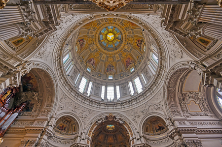 Berlin, Germany - May 4, 2019 - The interior of Berlin Cathedral located on Museum Island in the Mitte borough of Berlin, Germany. Banque d'images - 129491702