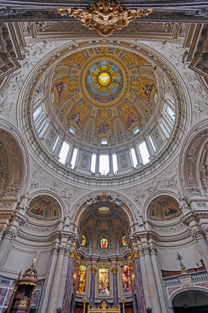 Berlin, Germany - May 4, 2019 - The interior of Berlin Cathedral located on Museum Island in the Mitte borough of Berlin, Germany. Banque d'images - 129491703