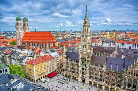 El Nuevo Ayuntamiento ubicado en Marienplatz en Munich, Alemania. Foto de archivo