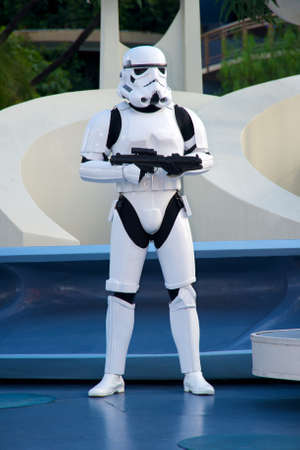 estrellas  de militares: Anaheim, California, EE.UU., 13 de diciembre 2009 Star Wars soldado en Disneyland Editorial