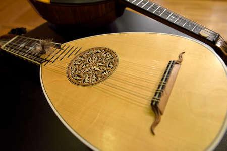 mandolino: Mandolino barocco e plettri. Archivio Fotografico