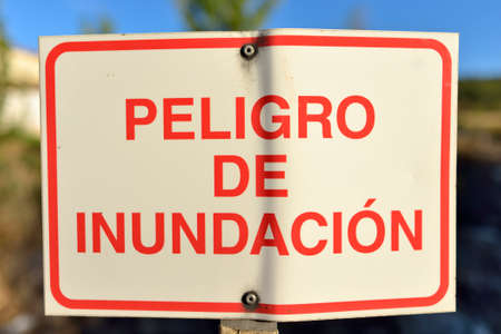 Traffic sign with a flood warning in spanish.