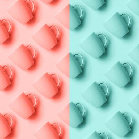 Motif à deux tons de tasses roses sur fond de couleur corail et bleu à la mode. Fête d'anniversaire, concept de douche de bébé. Couleurs pastel. Bannière. Conception de style minimaliste.