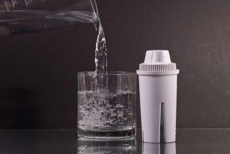 filtraci�n: Tener agua limpia dulce con filtros de agua  Foto de archivo
