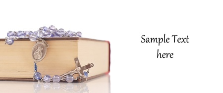 holiday prayer book: Rosario y una Biblia con espacio para texto