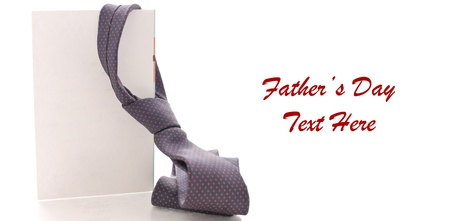 jornada de trabajo: Lazo del cuello de pap� en la tarjeta de felicitaci�n en blanco con espacio para texto en blanco