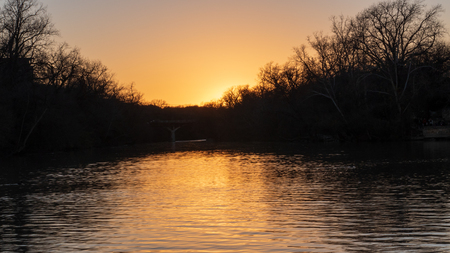 Looking downriver from the middle of the river while on a boat during the sunset 版權商用圖片