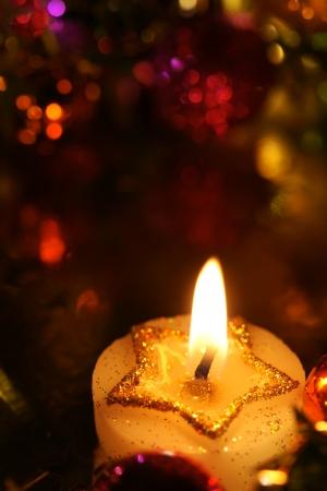 velas de navidad: Starcandle con decoración de vacaciones uf y un montón de espacio de la copia Foto de archivo