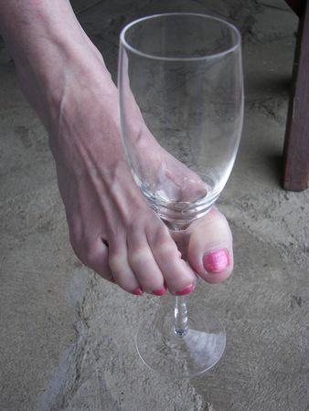 Wijn Goblet tussen Toes