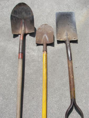 different sizes of shovels