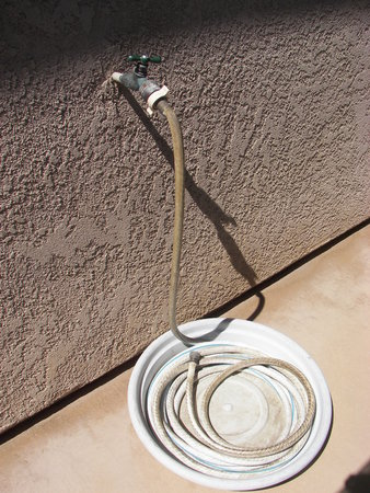Wasserhahn mit Schlauch Standard-Bild - 1695307