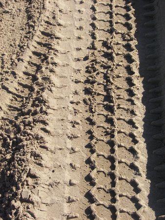 traces pneus: morceaux de pneus