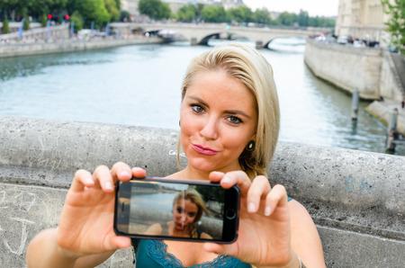 phon: Selfie kiss