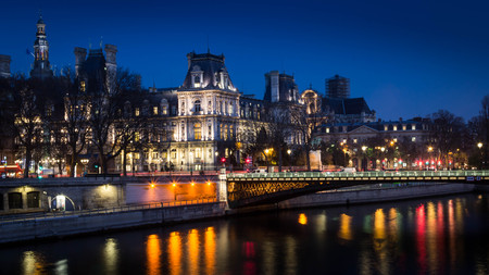 ville: Quai de Seine Hotel de Ville Editorial