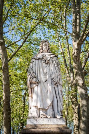 Statue of Montesquieu 1689-1755 in the park of quinconces in Bordeaux Archivio Fotografico - 121647062