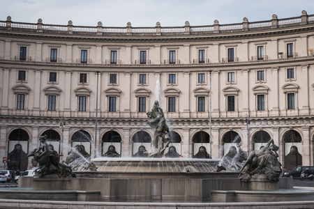 Fountain of the Republic Square in Rome by a cloudy day Editöryel