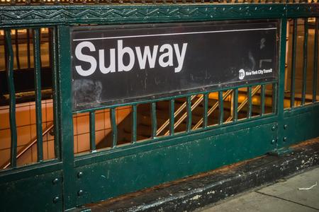 NEW YORK, USA - FEBRUARY 22, 2018: New York Metro Access Signage in Manhattan Zdjęcie Seryjne - 122809906