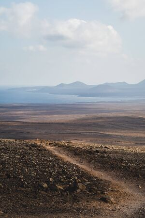Way from the volcan to the coast in Lanzarote - Canary island 免版税图像