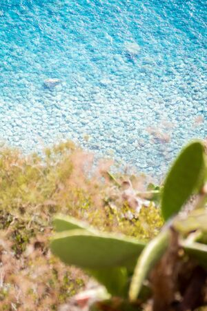 Blue ocean at the foot of the cliff in Madeira 스톡 콘텐츠