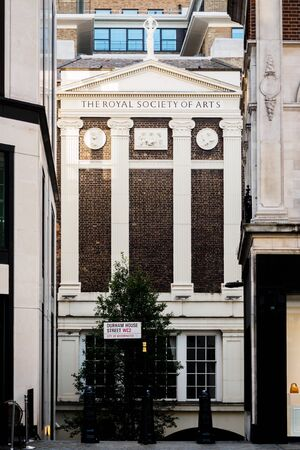 The Royal Society of Art of Durham House Street in London 스톡 콘텐츠