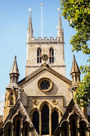 Southwark Cathedral on a sunny day in London 스톡 콘텐츠