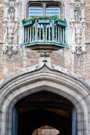 Architectural passage in downtown Bruges in Belgium 에디토리얼