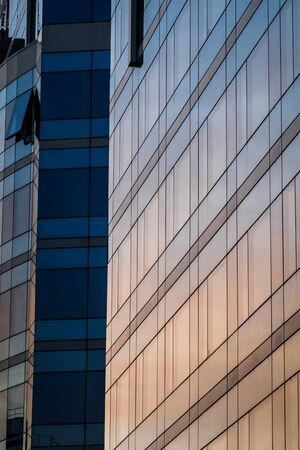 Sunrise reflection on a modern mirror building 에디토리얼