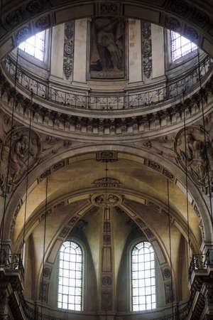 Alcove of the Saint Paul church in Paris 에디토리얼