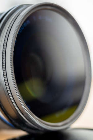 Camera lens equipped with a polarizing filter Archivio Fotografico