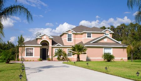 Rural Home on a sunny day in Florida Stock Photo - 667843