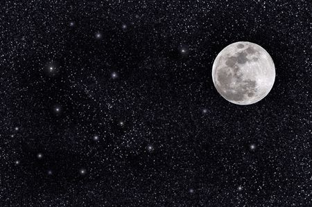 Volle maan op een massieve sterren veld
