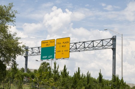 fee: Green and yellow interstate toll plaza sign indicating fee ahead Stock Photo